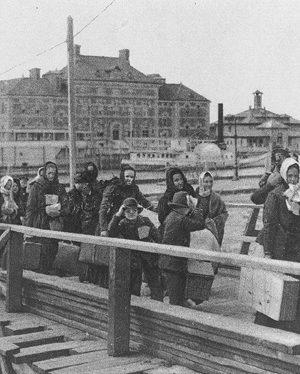 Ellis Island, 1902 Courtesy of Wikimedia Commons